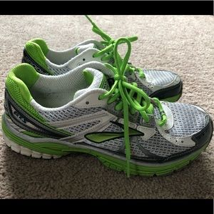 Brooks Adrenaline GTS Running Shoes Size 9
